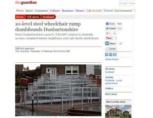 """rampa bem 'loka' feita para vencer os degraus da casa. Ela é construída em dez níveis e virou uma ode ao gosto duvidoso Imagem do site do jornal britânico """"The Guardian"""""""