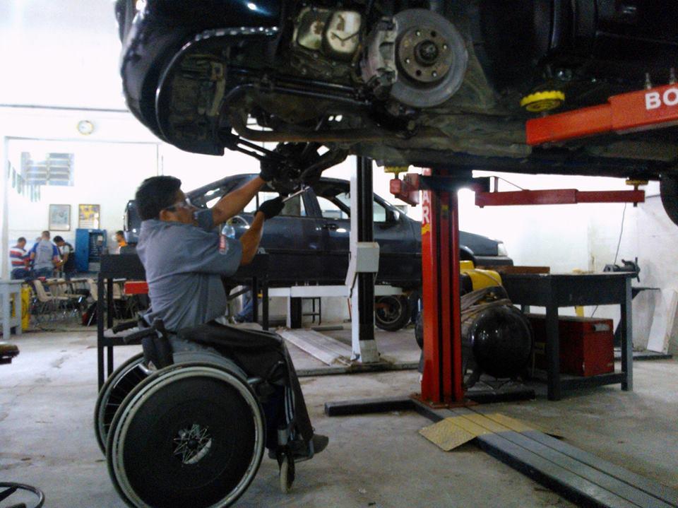 Com adaptações, é possível fazer tudo a borda da cadeira de rodas