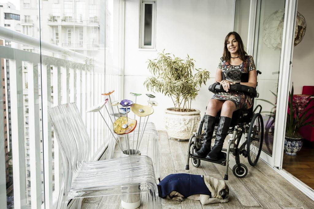 A deputada Mara Gabrilli na varanda de seu apartamento, em São Paulo Crédito: Adriano Vizoni/Folhapres