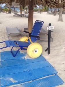Cadeira anfíbia à disposição no resort