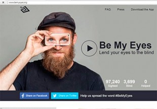 Imagem mostra um camarada barbudo, de boné e segurando na altura dos olhos um aparelho de telefonia celular, que simula os olhosImagem mostra um camarada barbudo, de boné e segurando na altura dos olhos um aparelho de telefonia celular, que simula os olhos