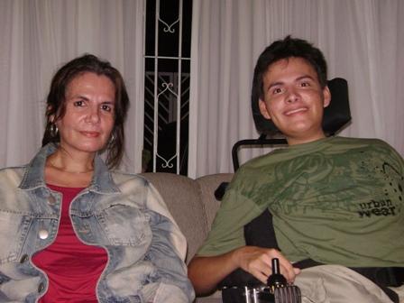 Mãe e filho, sempre unidos, em torno da renovação diária das próprias histórias