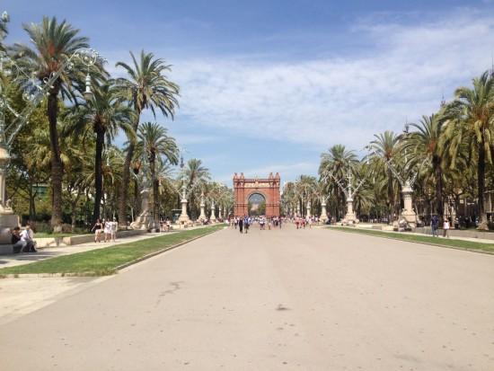 Ruas amplas e calçadas largas são marcos inclusivos de Barcelona