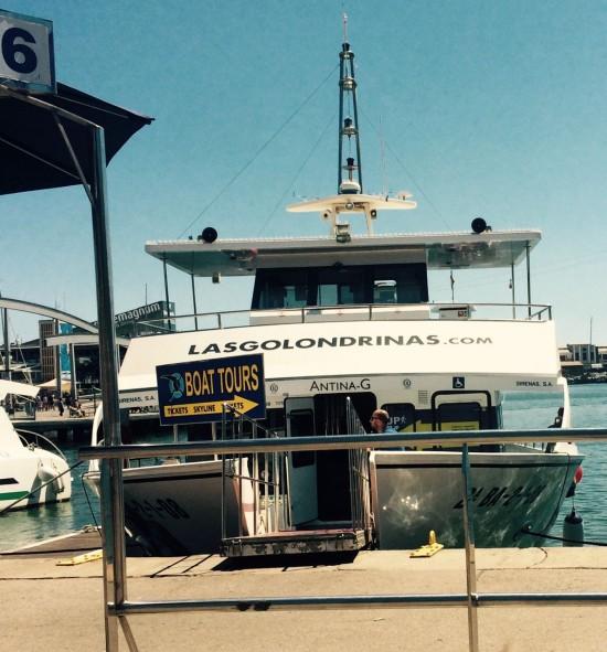 Barco com rampa e selo de acessibilidade