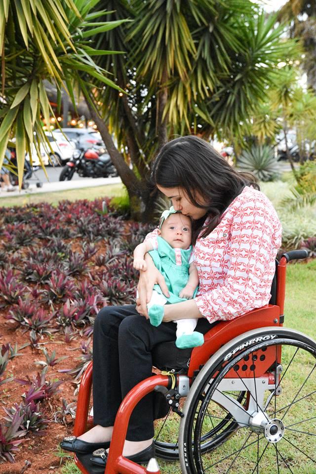 Natália em passeio ao sol com a filha, Rafaela